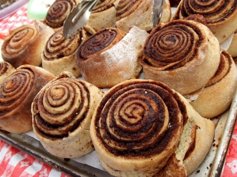 Make these paleo cinnamon rolls to get your metabolism and brain working first thing in the morning!